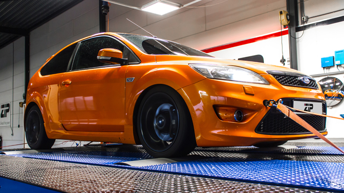 Ford Focus 2.5 ST na tuning ware oranje snelheidsduivel
